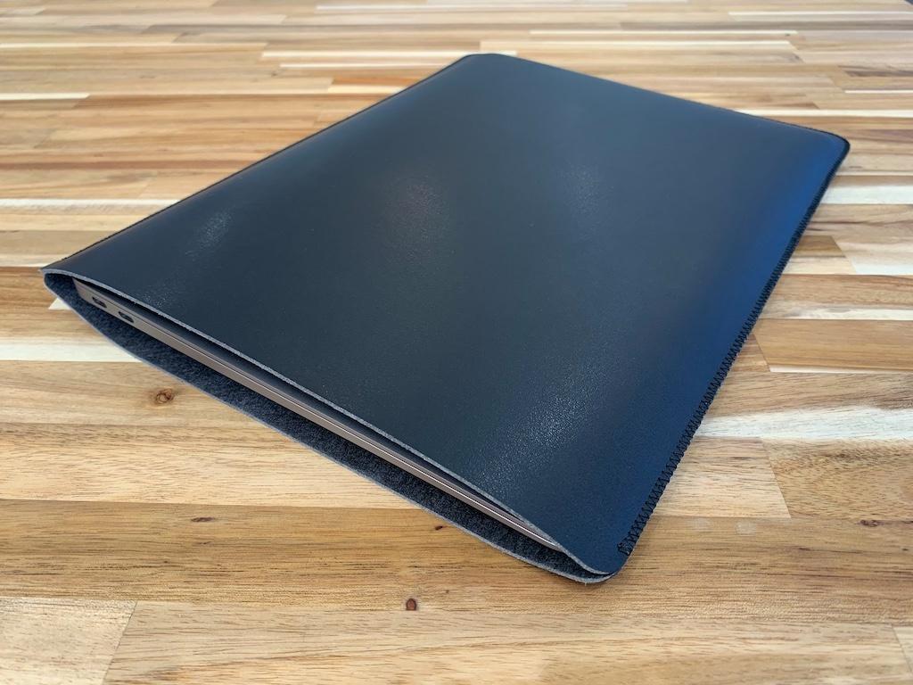 V.M MacBook Air用スリーブケース